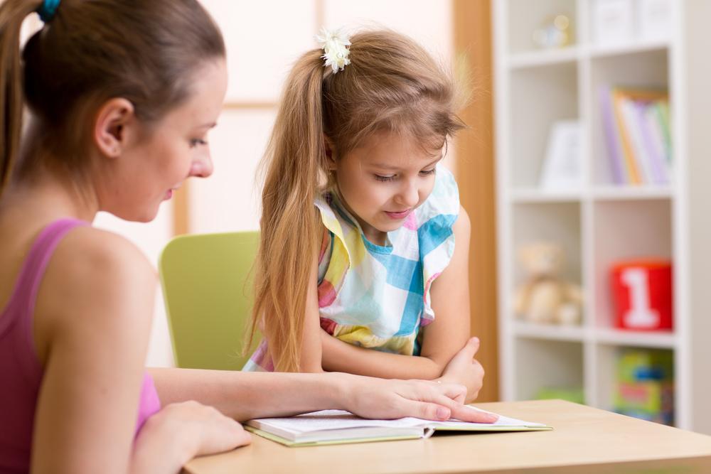Image d'un élève avec une enseignante