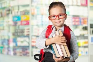 Image d'un enfant et d'un livre
