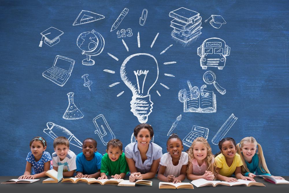 Image d'une enseignante avec ses eleves