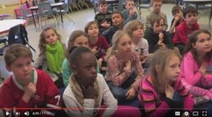 Photo des élèves dans la vidéo