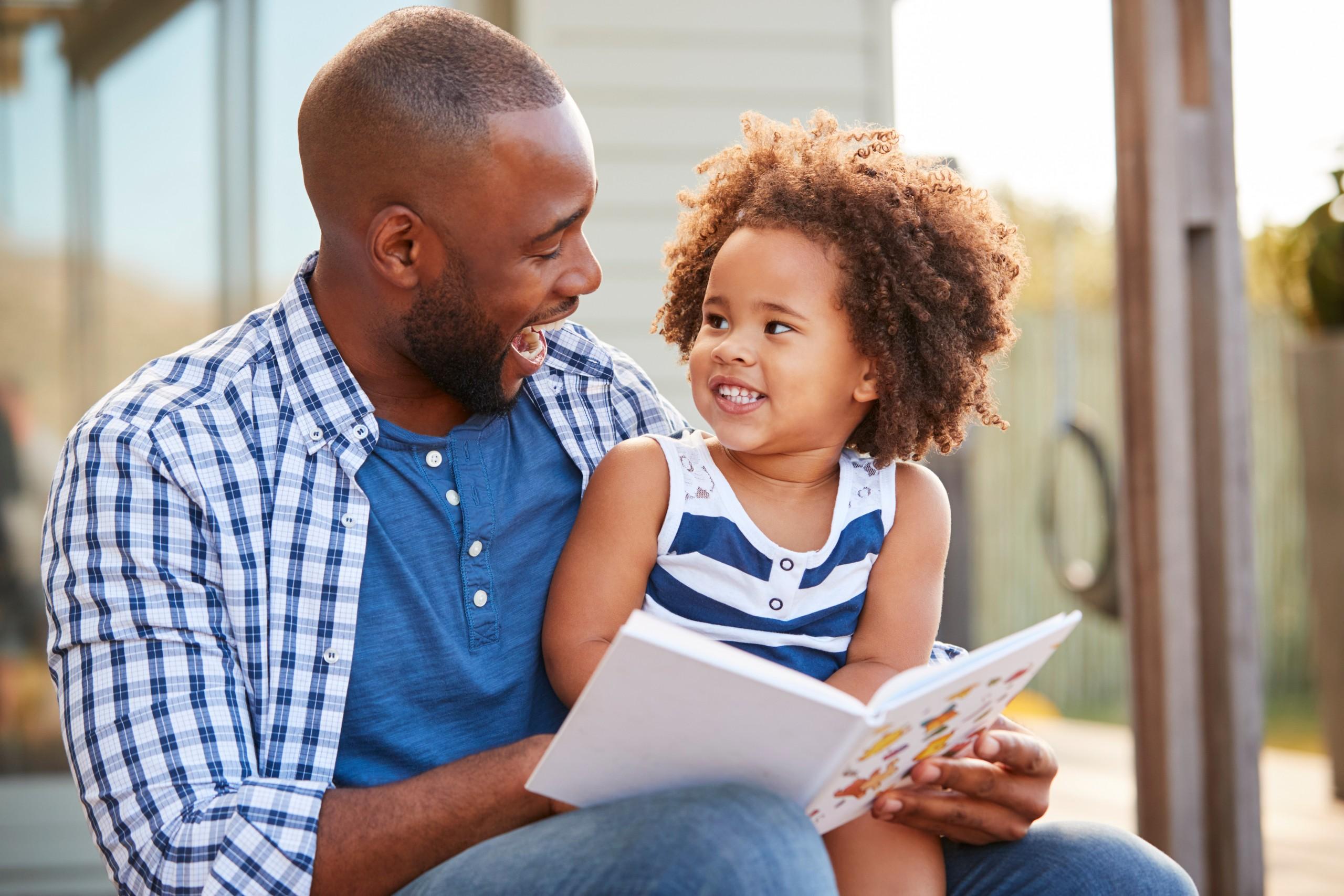 Cinq conseils simples pour aider votre enfant à acquérir des compétences en lecture